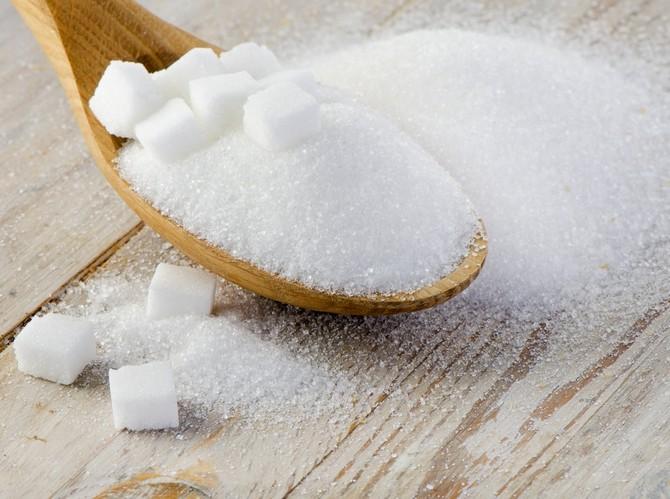 Сахарная подкормка полезна наличием в ней глюкозы
