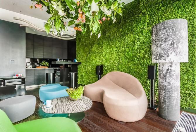 Если в вашем распоряжении просторная квартира и вы намерены сделать ее обстановку стильной и современной – фитостена станет идеальным вариантом.